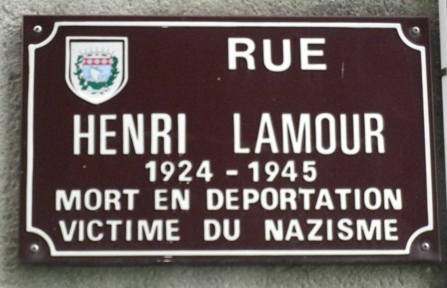 Les non dupent errent rue Lamour