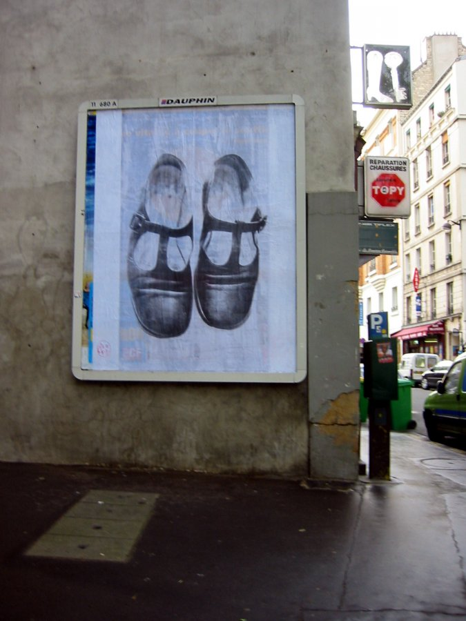 sur panneau publicitaire à Paris