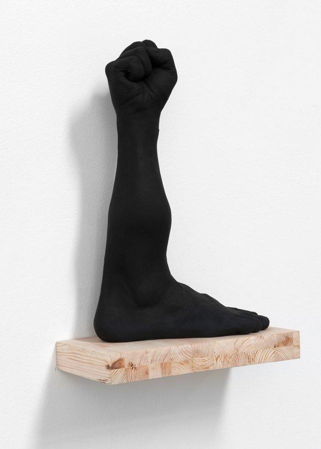 Des pieds et des poings